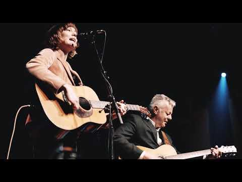 White Freight Liner Blues (Live) | Collaborations | Tommy Emmanuel & Molly Tuttle