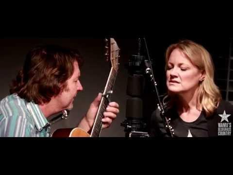 Bruce Robison & Kelly Willis - Leaving [Live At WAMU's Bluegrass Country]
