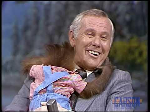 Johnny Gets a Hug From a Baby Orangutan On This Classic Joan Embery Appearance - 02/28/1978