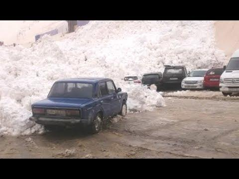 Russian Avalanche Slowly Crushes Cars. Your Daily Dose Of Internet