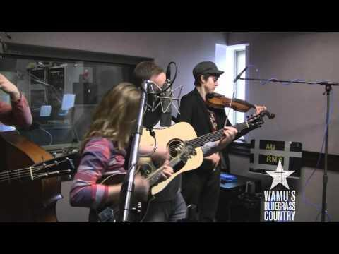 Sierra Hull - Bombshell [Live At WAMU's Bluegrass Country]