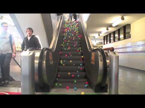 Balls On Escalator - Mesmerizing!