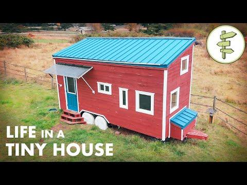 Couple's 20ft Tiny House has LOADS of Clever Features & Epic Home Office Set-up #Video