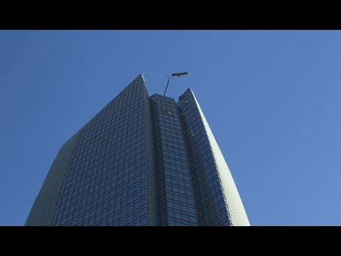 Men Caught In High Winds on Skyscraper. Your Daily Dose Of Internet