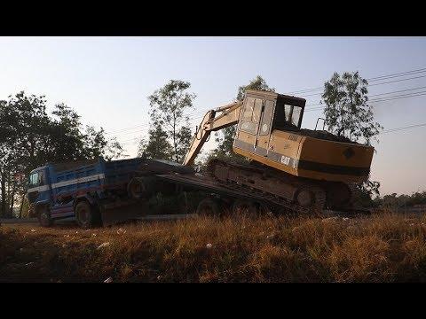 Amazing Video! Excavator up Truck Skills