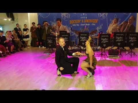 Bobby's loving touch - Nils and Bianca #Video