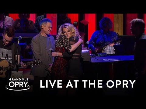 Britney Spears Surprises Jamie Lynn Spears At The Opry | Live At The Grand Ole Opry | Opry
