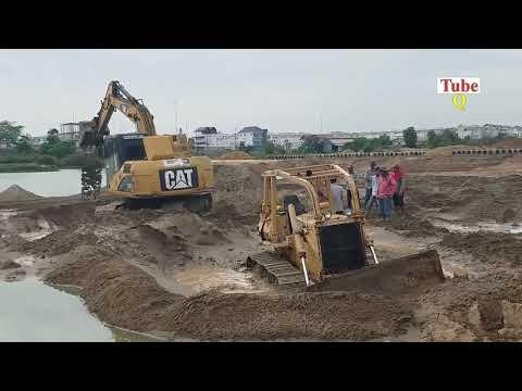 How To Recovery Bulldozer Stuck in Sand by use Excavator