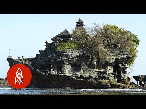 Bali's Temple in the Sea