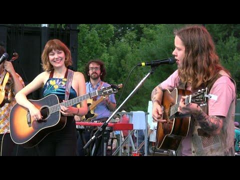 Molly Tuttle and Billy Strings, Sittin On Top Of The World, Grey Fox 2019