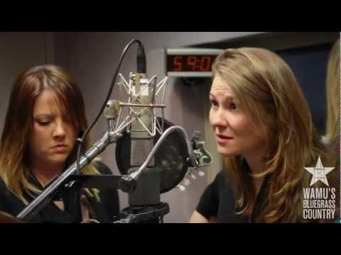 Della Mae - Paper Prince [Live At WAMU's Bluegrass Country]