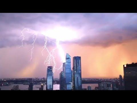 Incredible Lightning Strike Over New York. Your Daily Dose Of Internet