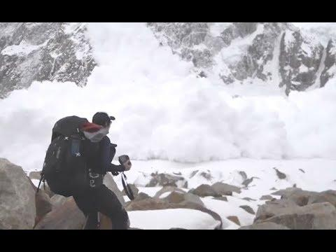 Avalanche Devours Hikers Within Seconds - YOUR Daily Dose Of Internet
