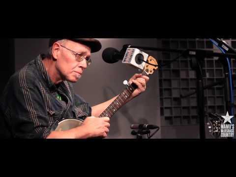 Pete Sutherland & Oliver Scanlon - André à Toto [Live At WAMU's Bluegrass Country]