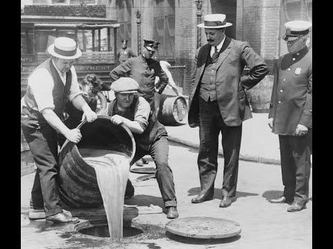 22 Amazing Photos Show What America Looked Like When Alcohol Was Illegal During the 1920s & 1930s Vi