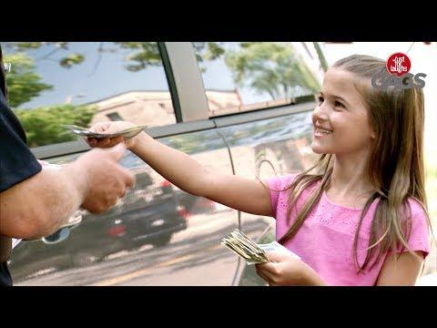 Little Girl Pays Cop for Parking Ticket