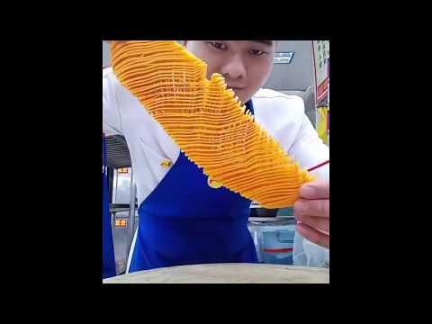 Video: His cutting skills are extremely amazing