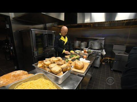 Generous chef gets aid of his own after restaurant burns down