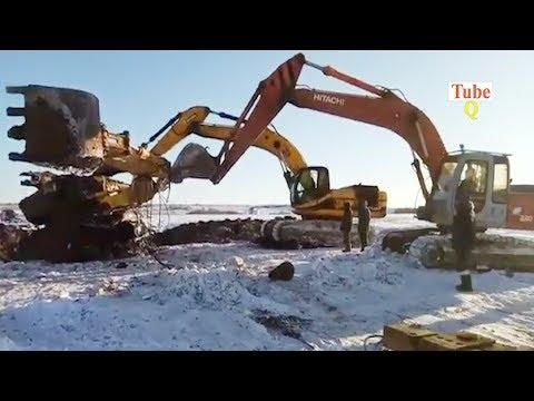 Excavator stuck in deep mud - excavator fails