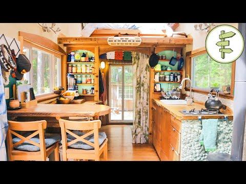Woman Living in a Cozy 22' Long Tiny House for 5 Years - Full Tour