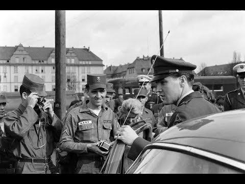 45 Vintage Photos of Elvis Presley in 1960, When He Was Leaving the Army and Returning to the States
