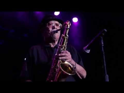 92 Year Sax Player Don Hill With The Jive Aces - When You're Smiling