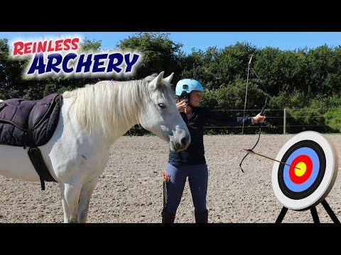 Horse Back ARCHERY Video - My first attempt Reinless! - Emma Massingale